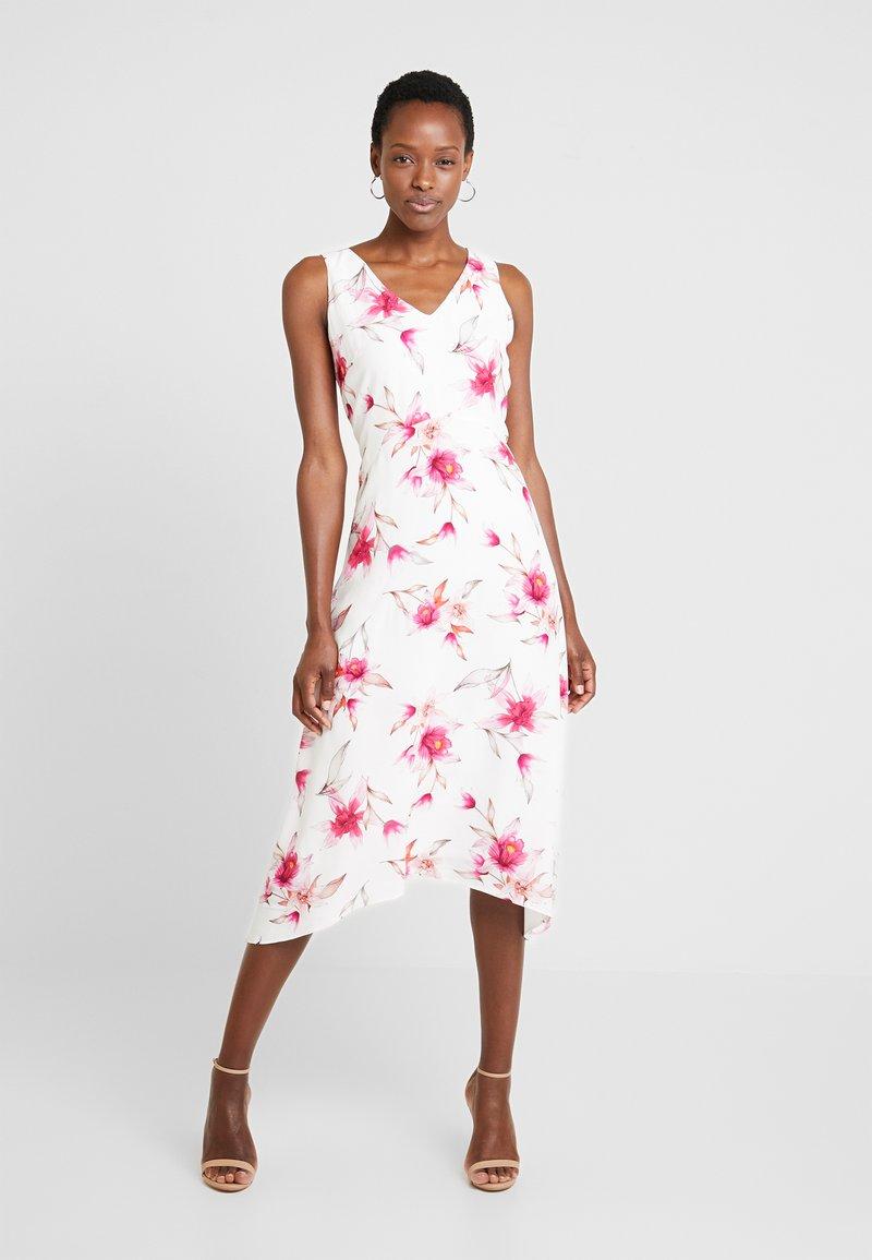 Wallis - Sukienka letnia - ivory