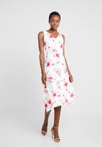 Wallis - Sukienka letnia - ivory - 1