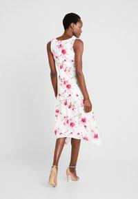 Wallis - Sukienka letnia - ivory - 2