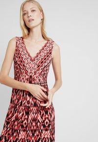 Wallis - Robe longue - red - 4