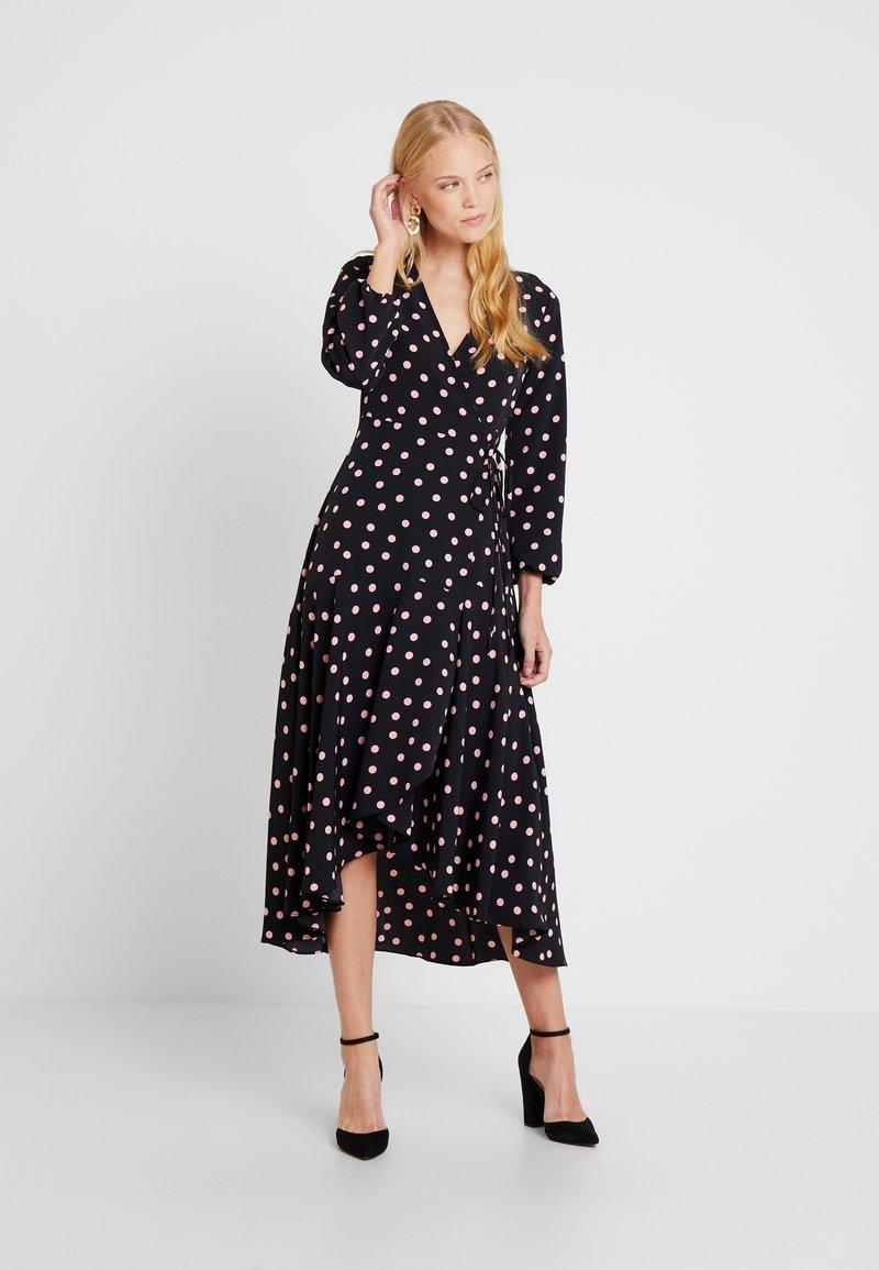 Wallis - SPOT WRAP DRESS - Vestido informal - black