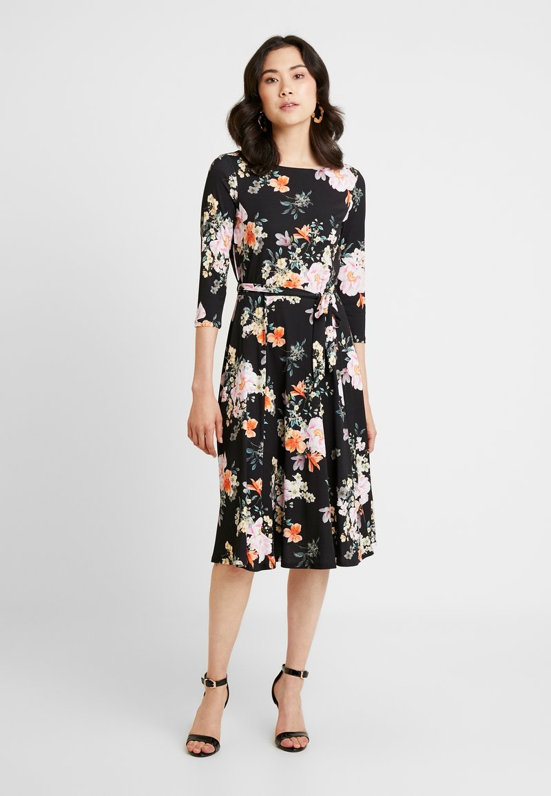 Wallis - ORIENTAL FIT AND FLARE DRESS - Jersey dress - black