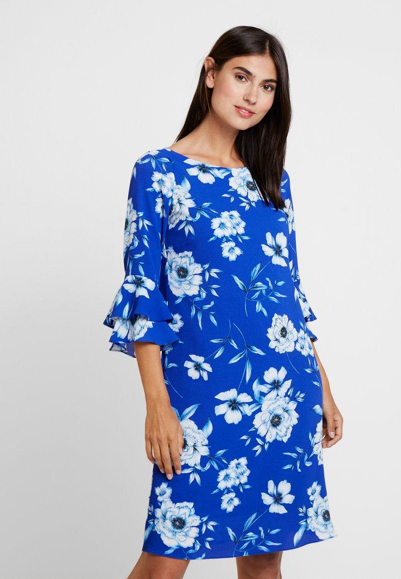 Wallis - VIVID FLORAL DOUBLE FLUTE SLEEVE DRESS - Hverdagskjoler - blue