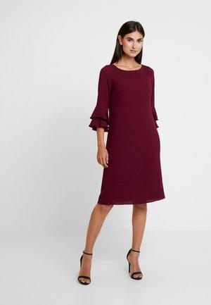 Vestido informal - berry