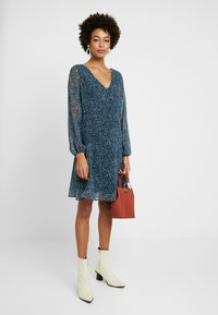 Wallis - DITSY FLORAL DRESS - Vestido informal - blue - 1