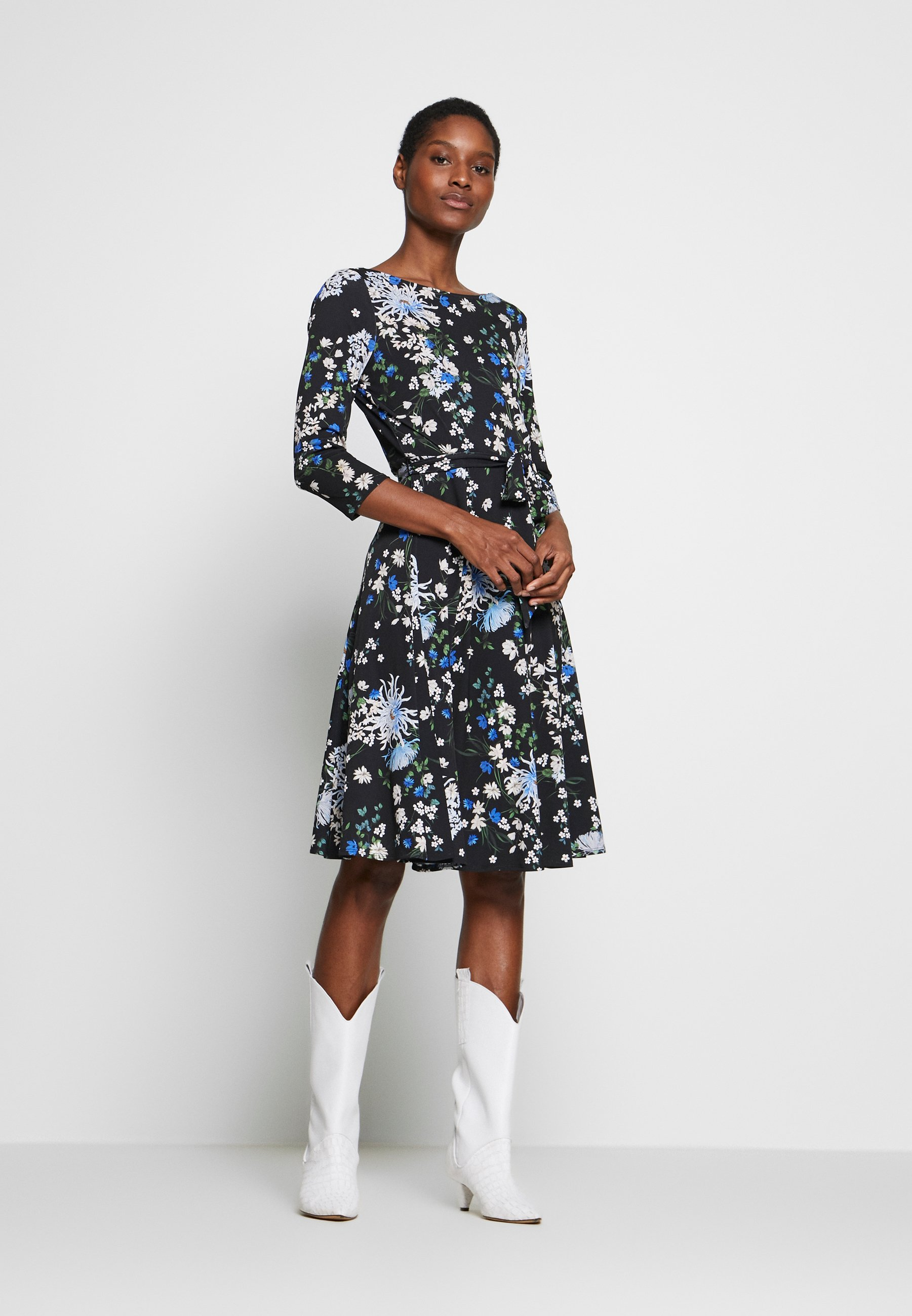 Wallis ORIENTAL - Sukienka z dżerseju - black