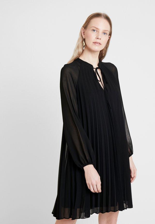 PLEAT SWING DRESS - Juhlamekko - black