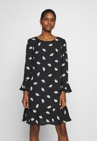 Wallis - FLUTE SLEEVE SHIFT DRESS - Kjole - black - 0