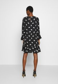 Wallis - FLUTE SLEEVE SHIFT DRESS - Kjole - black - 2