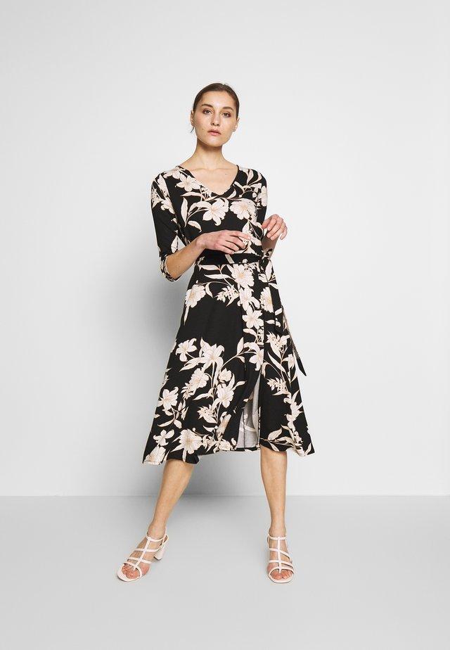 LINEAR FLORAL SWING DRESS - Jerseykjoler - mono