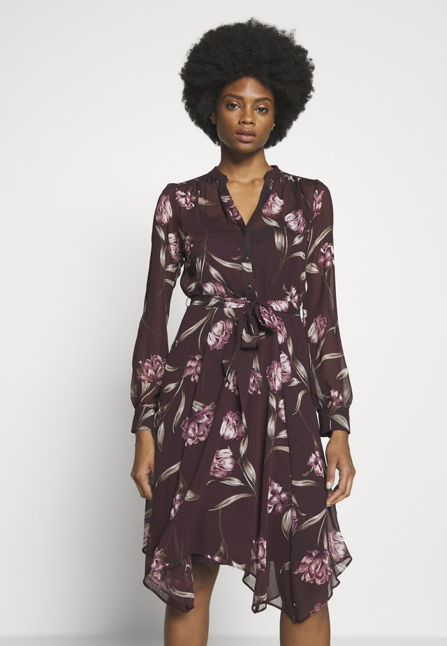 FLORAL HANKY HEM DRESS - Shirt dress - burgundy