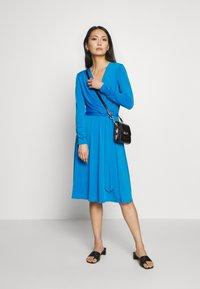 Wallis - Kjole - blue - 1