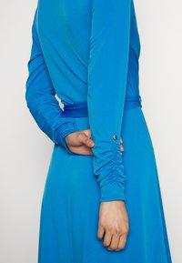 Wallis - Kjole - blue - 5