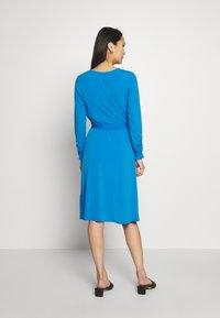 Wallis - Kjole - blue - 2