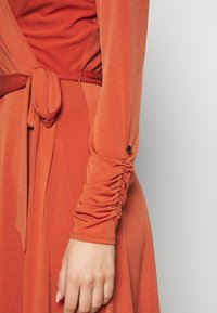 Wallis - WRAP DRESS - Robe en jersey - red - 5