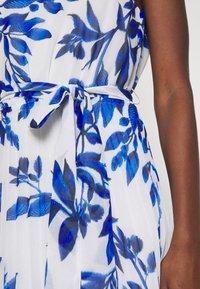Wallis - SPRAYED FLORAL PLEAT DRESS - Galajurk - ivory/blue - 5