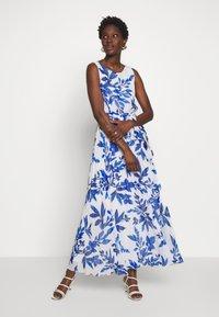 Wallis - SPRAYED FLORAL PLEAT DRESS - Galajurk - ivory/blue - 1