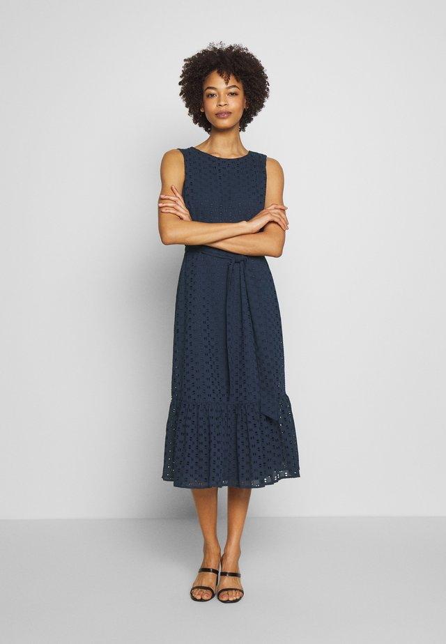 BRODERIE TIERED MIDI DRESS - Korte jurk - ink