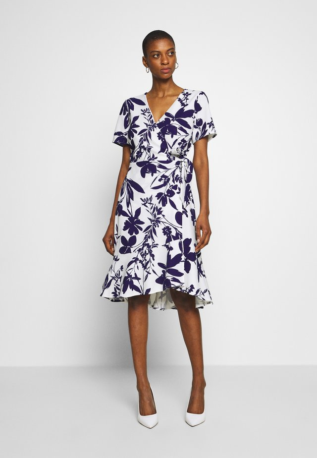 ABSTRACT FLORAL FIT AND FLARE WRAP DRESS - Sukienka letnia - ivory