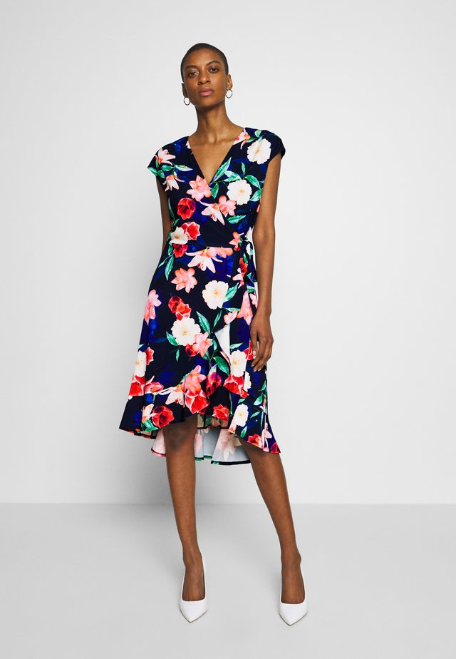 ELECTRIC FLORAL RUFFLE WRAP DRESS - Jerseykjoler - ink