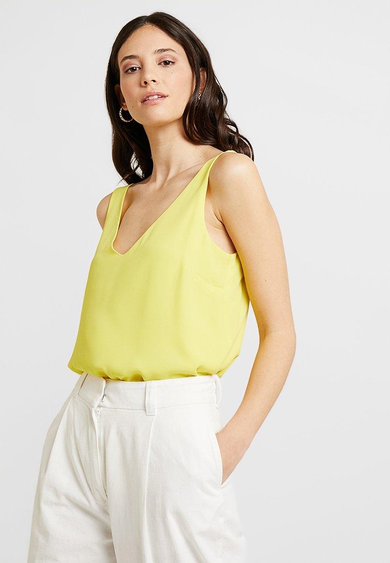 Wallis - V NECK CAMI - Blusa - yellow