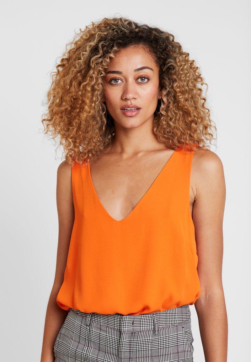 Wallis - V NECK CAMI - Bluse - orange