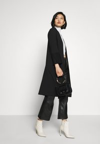 Wallis - TEXTURED PLEAT SLEEVE DUSTER - Lett jakke - black - 1