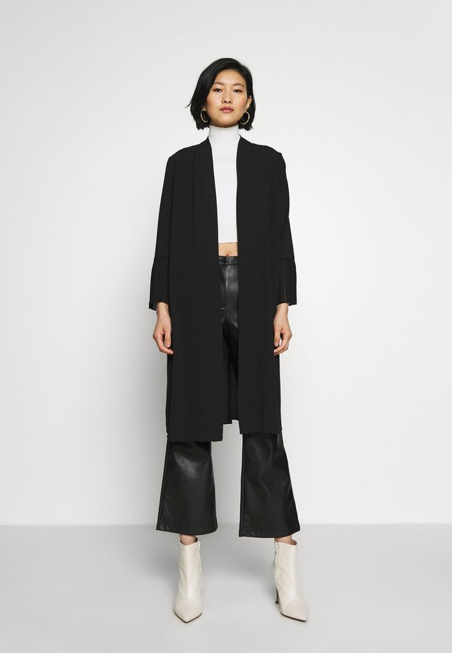 TEXTURED PLEAT SLEEVE DUSTER - Tunn jacka - black
