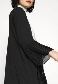 Wallis - TEXTURED PLEAT SLEEVE DUSTER - Lett jakke - black - 5