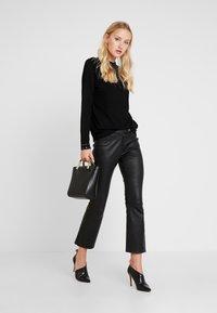 Wallis - Stickad tröja - black - 1