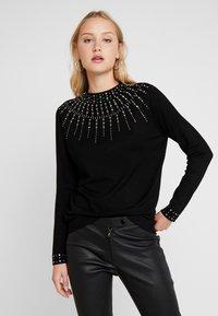 Wallis - Stickad tröja - black - 0