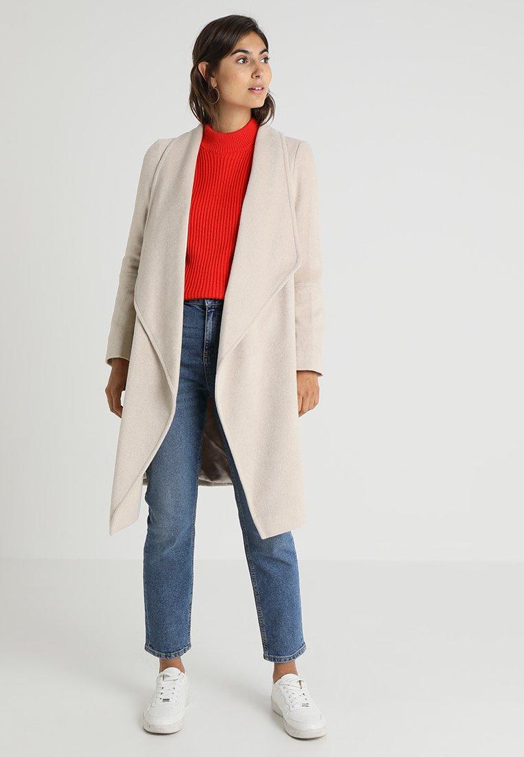 Wallis - DRAWN WATERFALL COAT - Classic coat - blonde