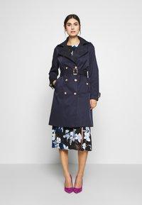 Wallis - Trenchcoat - navy blue - 0