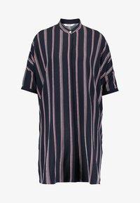 Wemoto - HUME PRINTED - Košilové šaty - darknavy/burgundy - 4