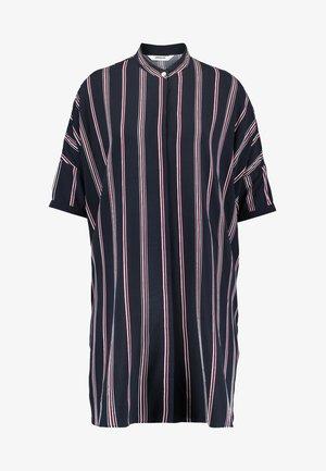 HUME PRINTED - Košilové šaty - darknavy/burgundy