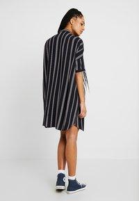 Wemoto - HUME PRINTED - Košilové šaty - darknavy/burgundy - 3