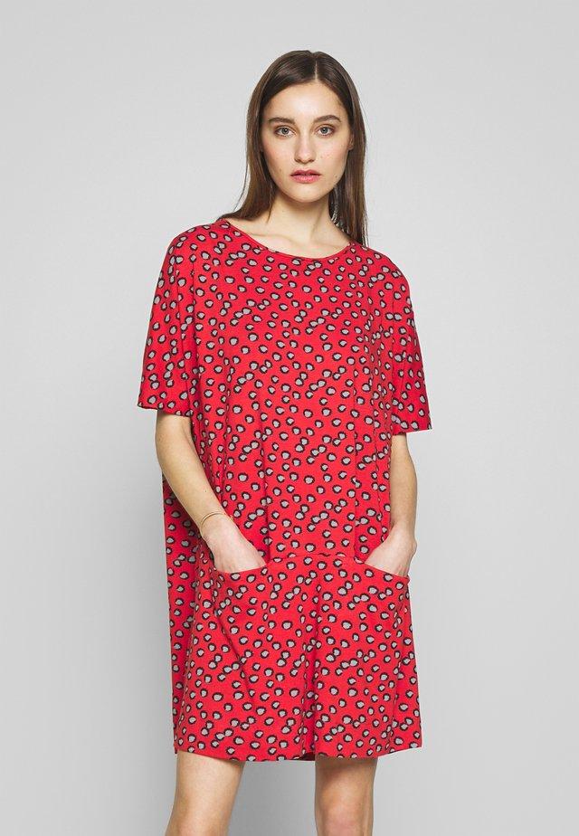 REMO - Jerseyklänning - henna