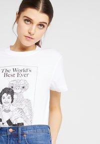 Wemoto - ETMJ CROPPED - T-shirt imprimé - white - 3