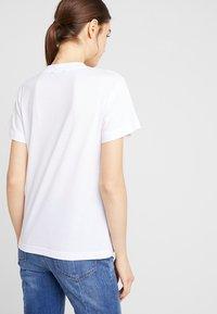 Wemoto - ETMJ CROPPED - T-shirt imprimé - white - 2