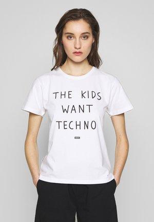 TYPE TEE - T-shirt med print - white