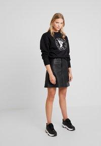 Wemoto - HERA CREW - Sweatshirt - black - 1