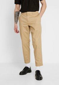 Wemoto - JOEL - Pantalon classique - sand - 0