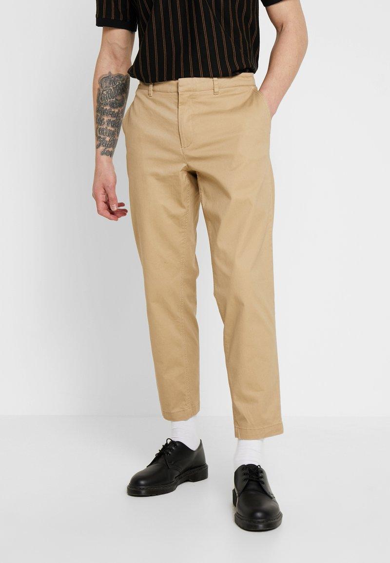 Wemoto - JOEL - Pantalon classique - sand