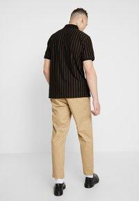 Wemoto - JOEL - Pantalon classique - sand - 2