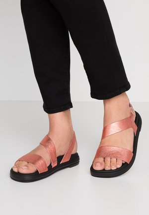 Sandals - coral