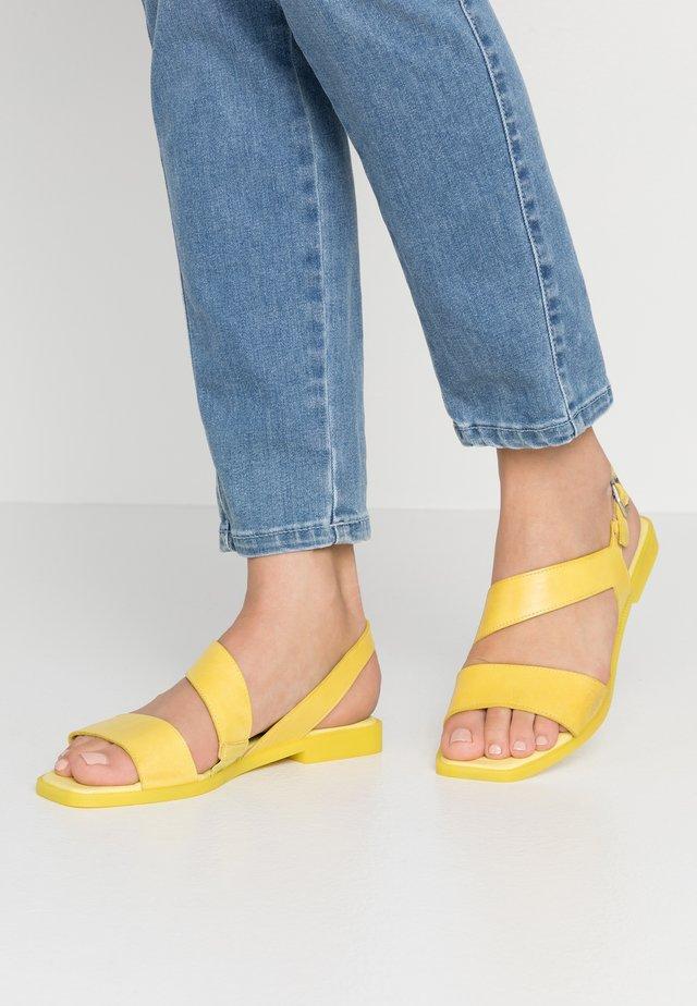 Sandaalit nilkkaremmillä - suny