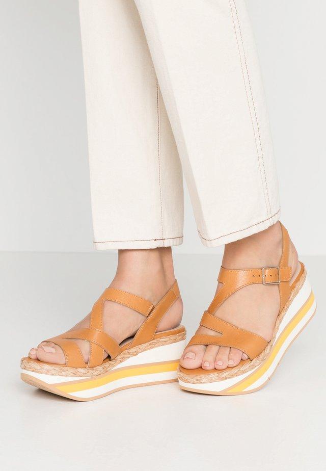 Platform sandals - light brown