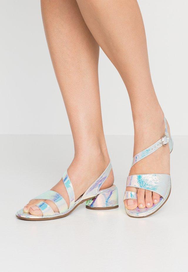 Sandály s odděleným palcem - irid