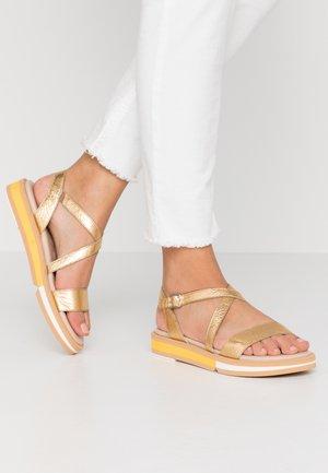 Sandaalit nilkkaremmillä - golden