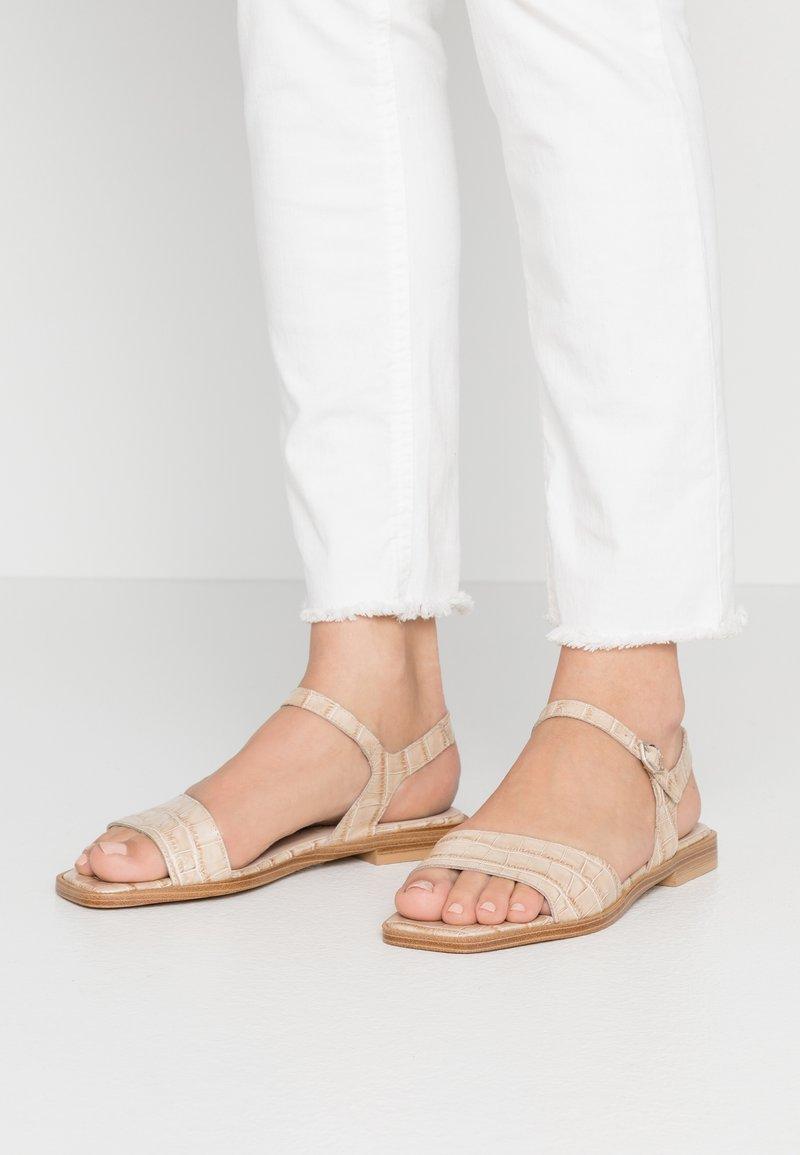 WONDERS - Sandals - sand